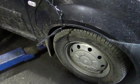 поднимаем колесо Renault Logan