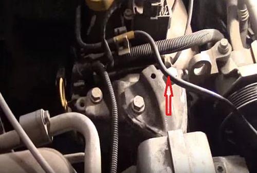 Отсоединение от креплений трубки продувки адсорбера