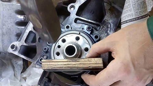как заменить сальник коленвала на ВАЗ 2101-2107