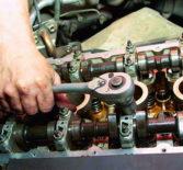 Почему стучит двигатель?