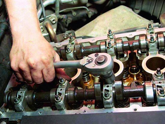 стук в автомобильном двигателе