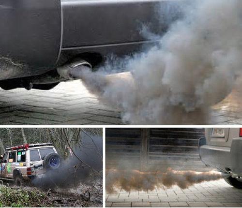черный дым из выхлопной трубы автомобиля