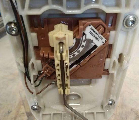 винты крепления сеточки грубой очистки бензина Skoda Octavia A5,
