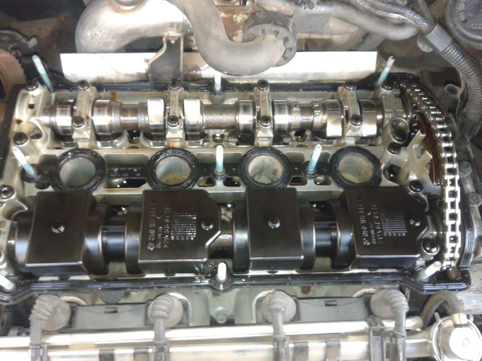 ГБЦ со снятой клапанной крышкой