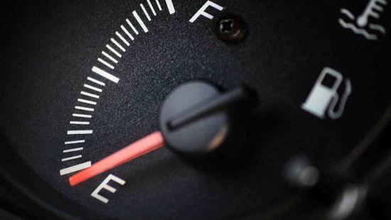 уровень бензина