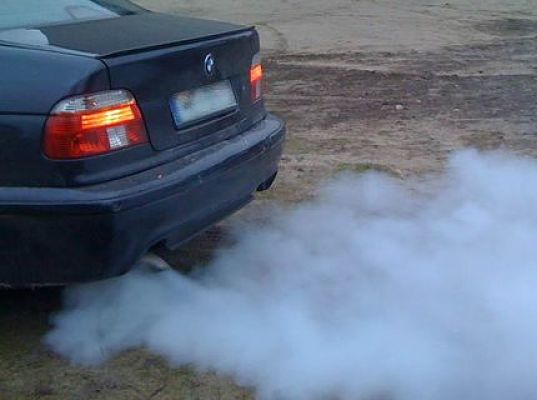 сизый цвет дыма двигателя